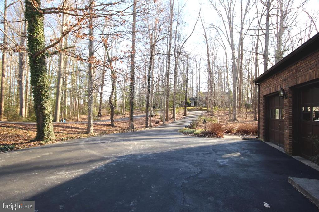 Over 1/2 Acre of Privacy. - 3225 RIVERVIEW DR, TRIANGLE
