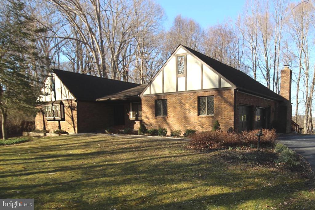 Brick Rambler offers Main Level Living - 3225 RIVERVIEW DR, TRIANGLE
