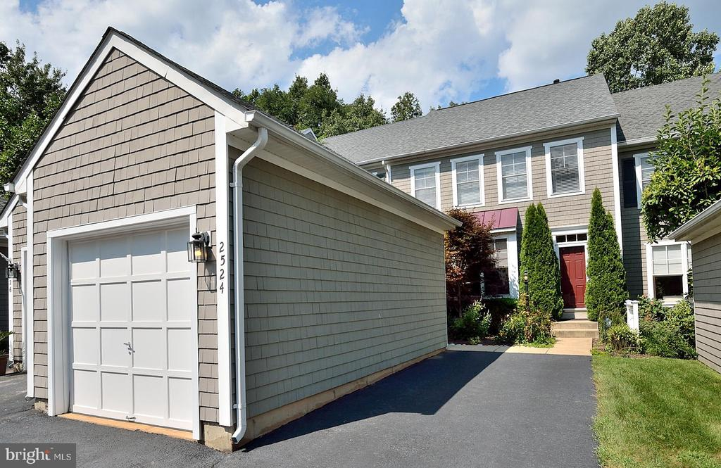 Large off street parking driveway - multiple cars - 2524 BRENTON POINT DRIVE, RESTON