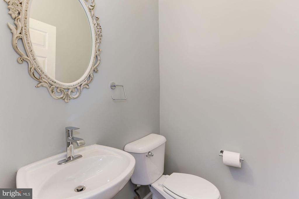 Main Level Half Bathroom - 43127 LLEWELLYN CT, LEESBURG
