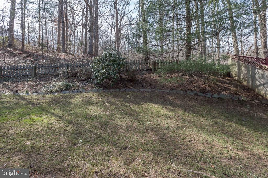 Fenced Backyard, Looking out on Trees - 8911 GLADE HILL RD, FAIRFAX