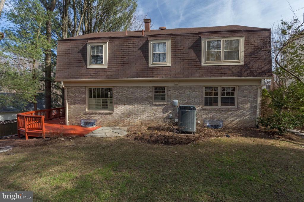 Back of House - 8911 GLADE HILL RD, FAIRFAX