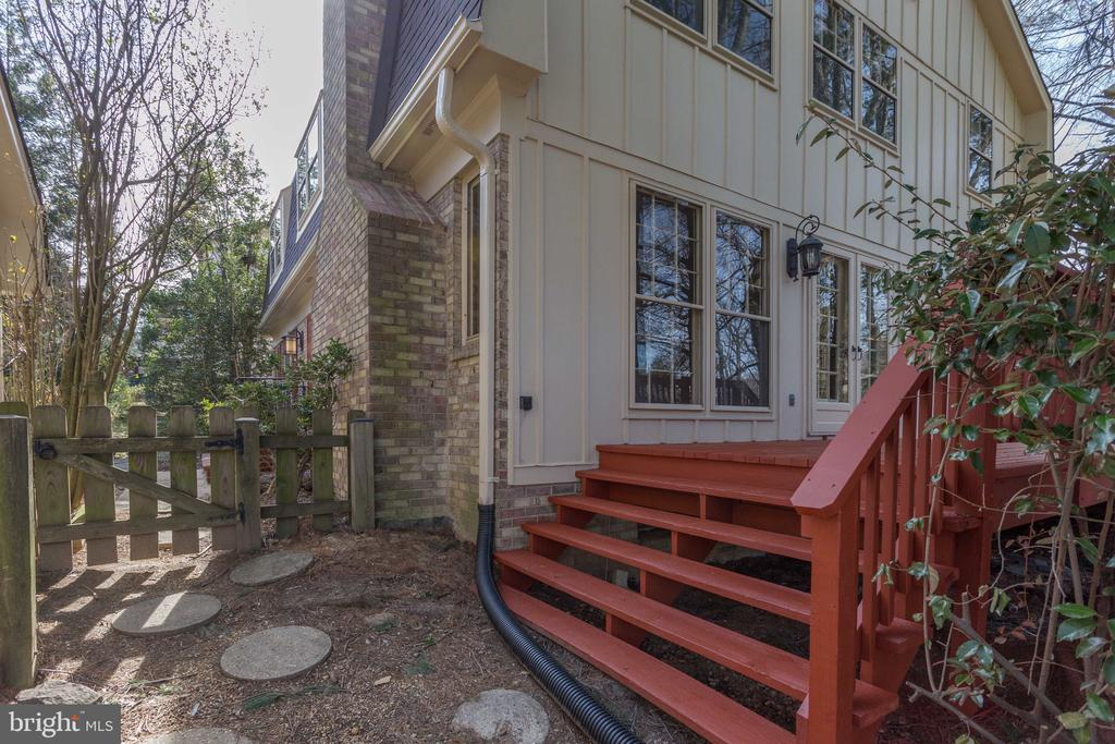 Side Entrance to Deck - 8911 GLADE HILL RD, FAIRFAX