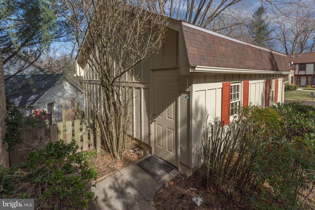 Garage Rear Entrance - 8911 GLADE HILL RD, FAIRFAX