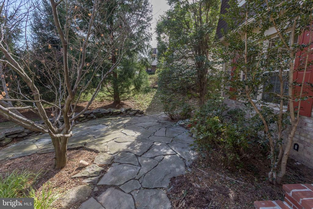 Front patio - Perfect for a relaxing evening! - 8911 GLADE HILL RD, FAIRFAX