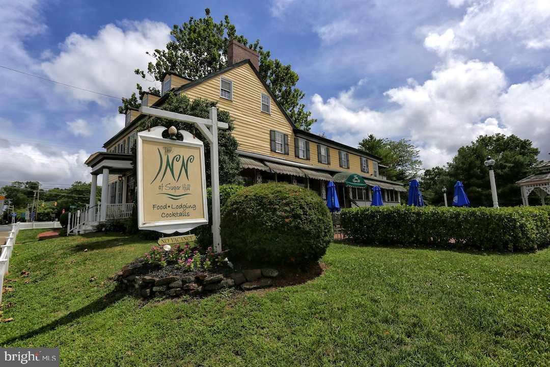 Maison unifamiliale pour l Vente à 5704 SOMERS POINT Road Mays Landing, New Jersey 08330 États-UnisDans/Autour: Hamilton Township