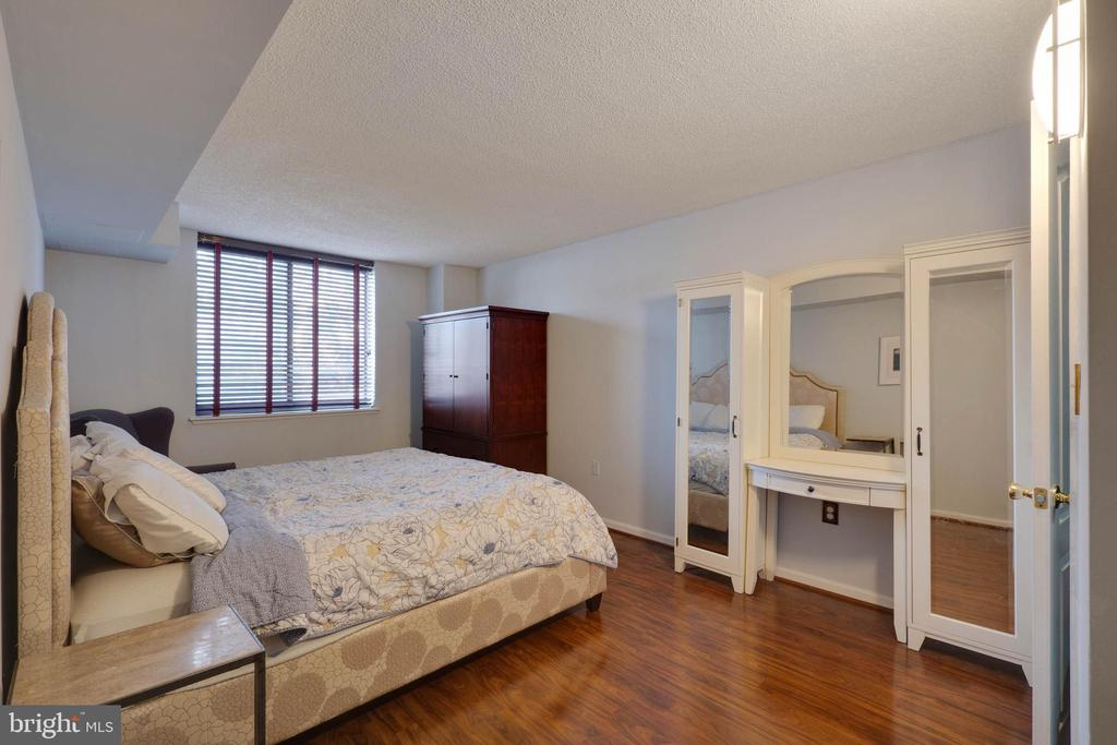 Master with lovely wood floors - 2230 GEORGE C MARSHALL DR #327, FALLS CHURCH
