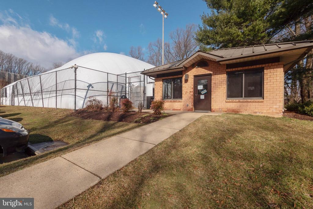 Tennis Courts - Year Round - 2230 GEORGE C MARSHALL DR #327, FALLS CHURCH