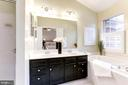 Unwind in your oversized soaking tub - 1460 PARK GARDEN LN, RESTON