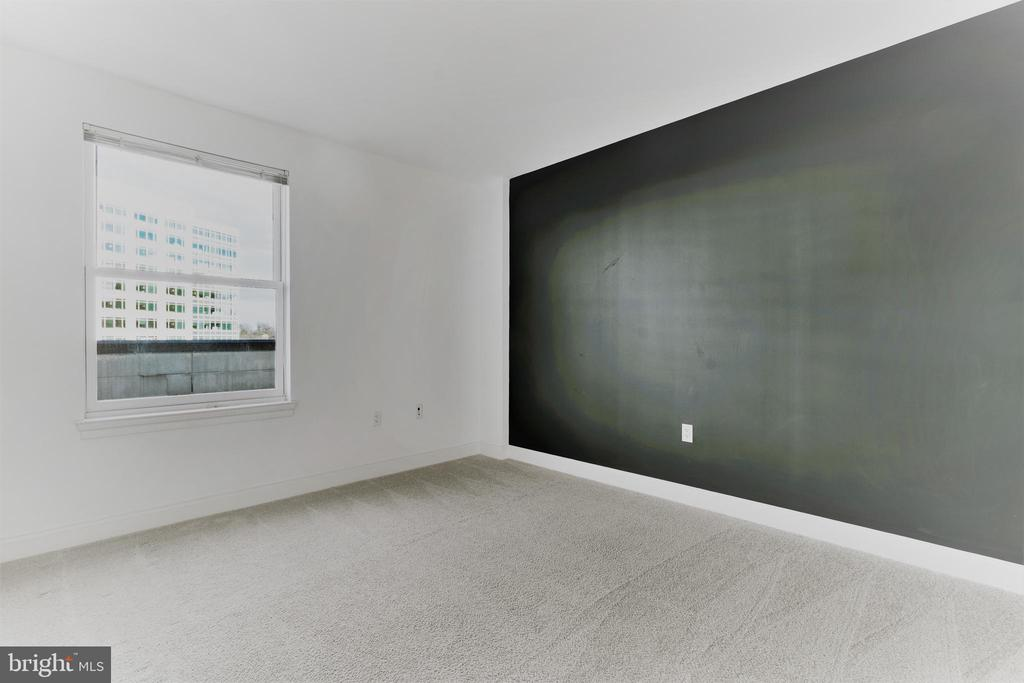 Spacious Den with a window! - 38 MARYLAND AVE #214, ROCKVILLE
