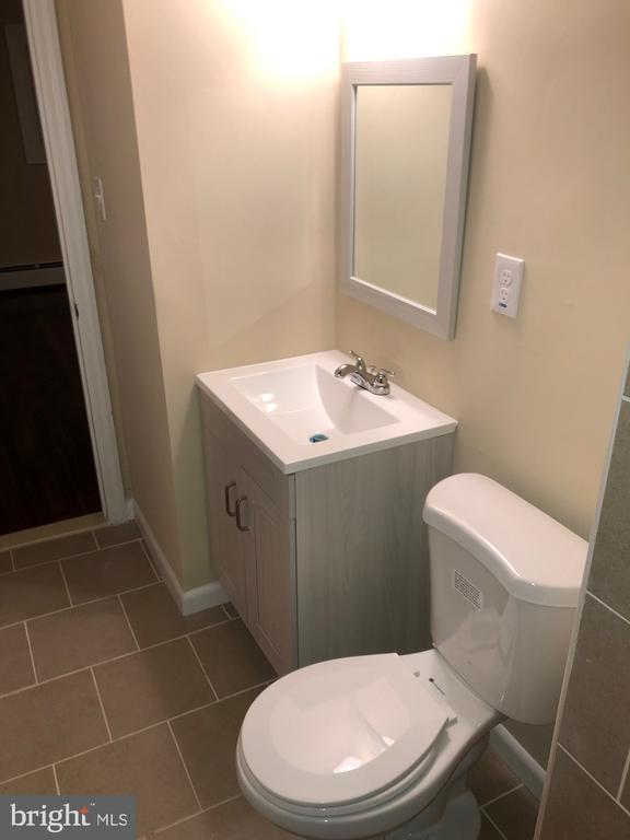 2nd view of MBR bath w/ new fixtures - 5008 BRAYMER AVE, SUITLAND