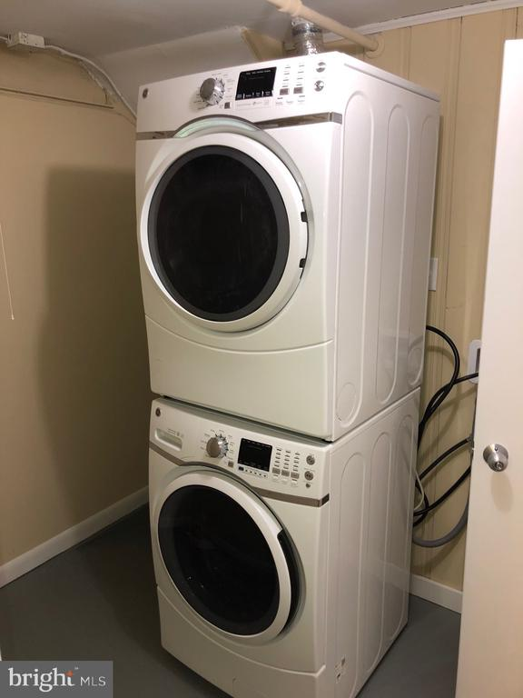 New High End stacked washer/dryer - 5008 BRAYMER AVE, SUITLAND