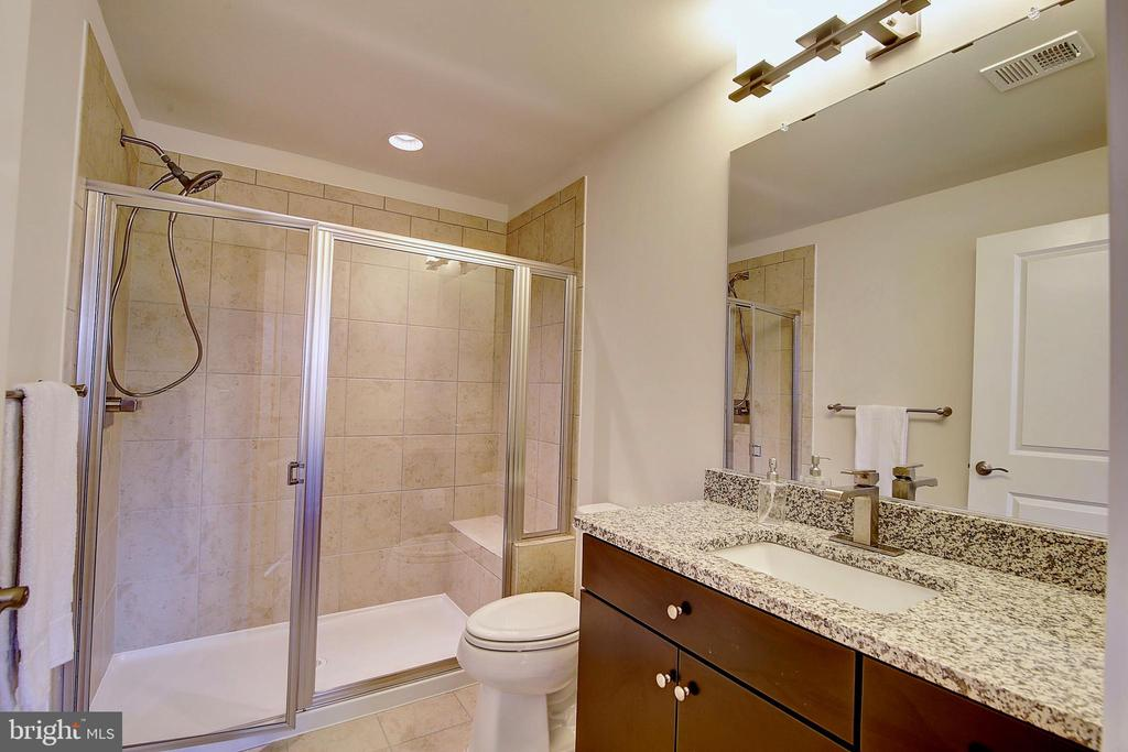 1st floor - 4th full bathroom - 43354 SOUTHLAND ST, ASHBURN