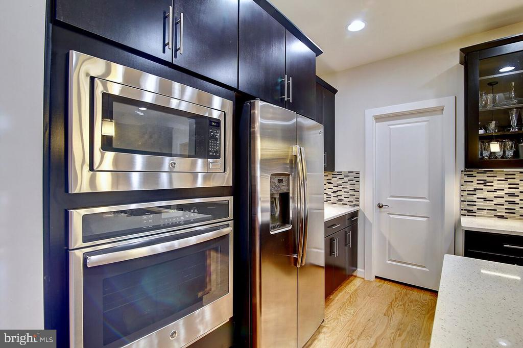 Stainless Steel Appliances - 43354 SOUTHLAND ST, ASHBURN