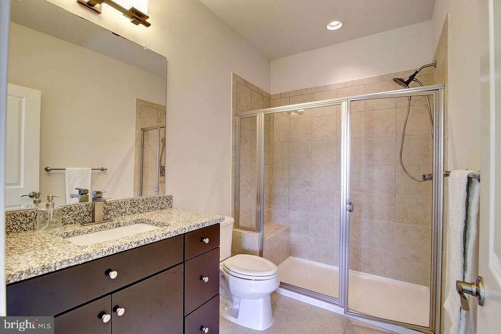 2nd Full Bathroom - 43354 SOUTHLAND ST, ASHBURN