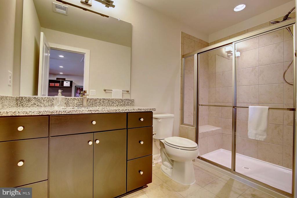 3rd floor loft - 5th full bathroom - 43354 SOUTHLAND ST, ASHBURN