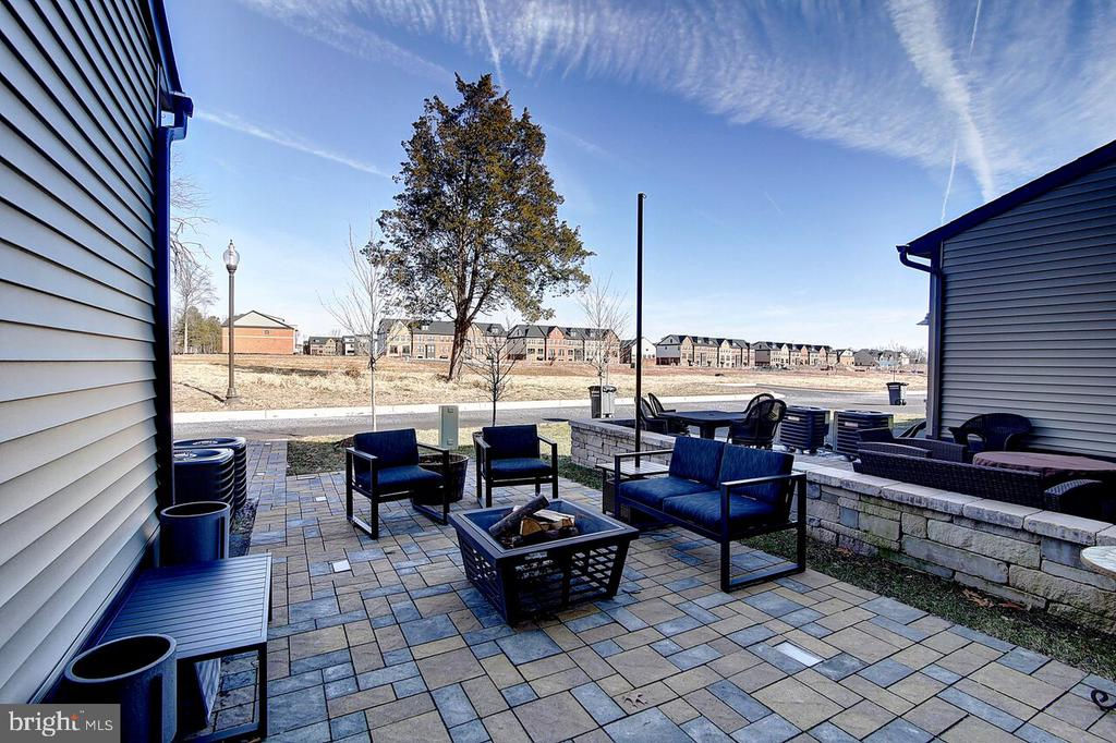 Outdoor Patio - 43354 SOUTHLAND ST, ASHBURN