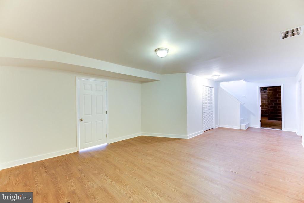 - 40124 NEW RD, ALDIE