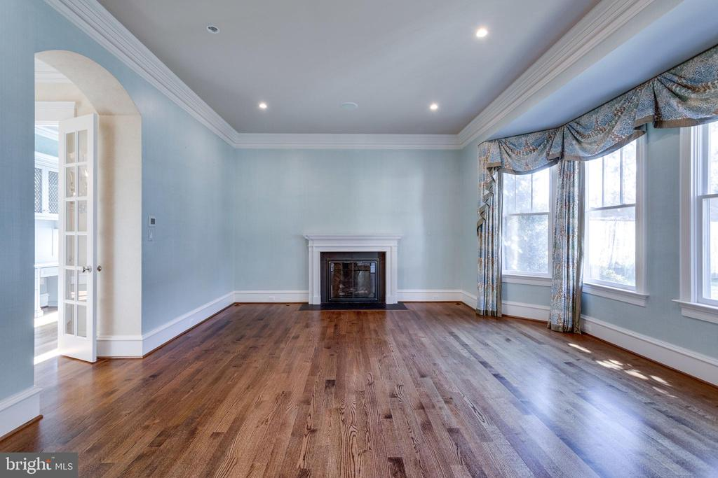 Bright formal living room - 833 HERBERT SPRINGS RD, ALEXANDRIA