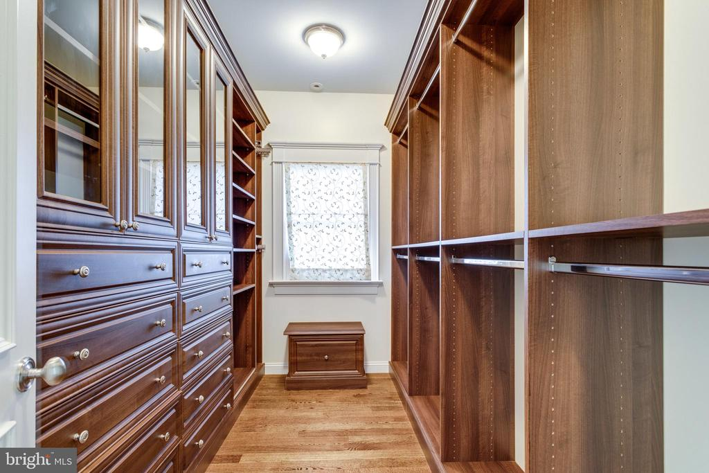 Master walk-in closet - 833 HERBERT SPRINGS RD, ALEXANDRIA
