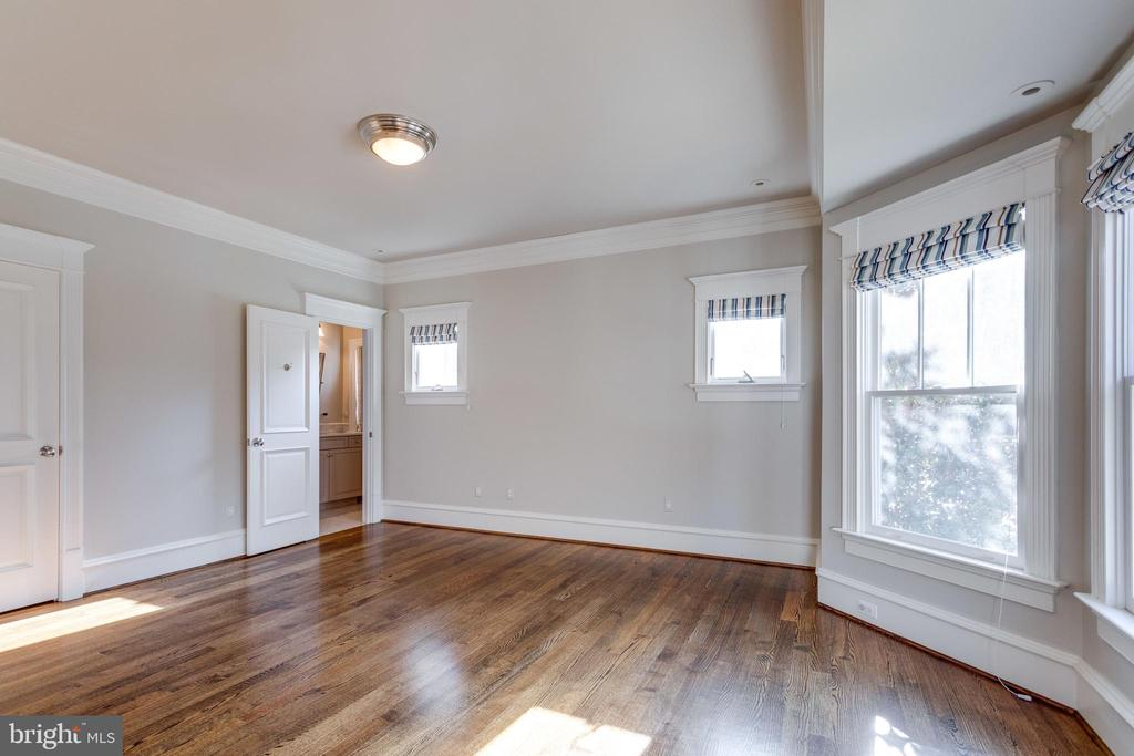 Master suite with spacious bedroom and views - 833 HERBERT SPRINGS RD, ALEXANDRIA