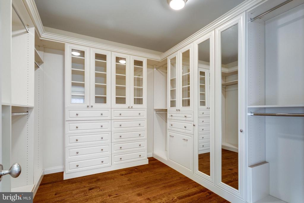 2 Master walk-in closet - 833 HERBERT SPRINGS RD, ALEXANDRIA