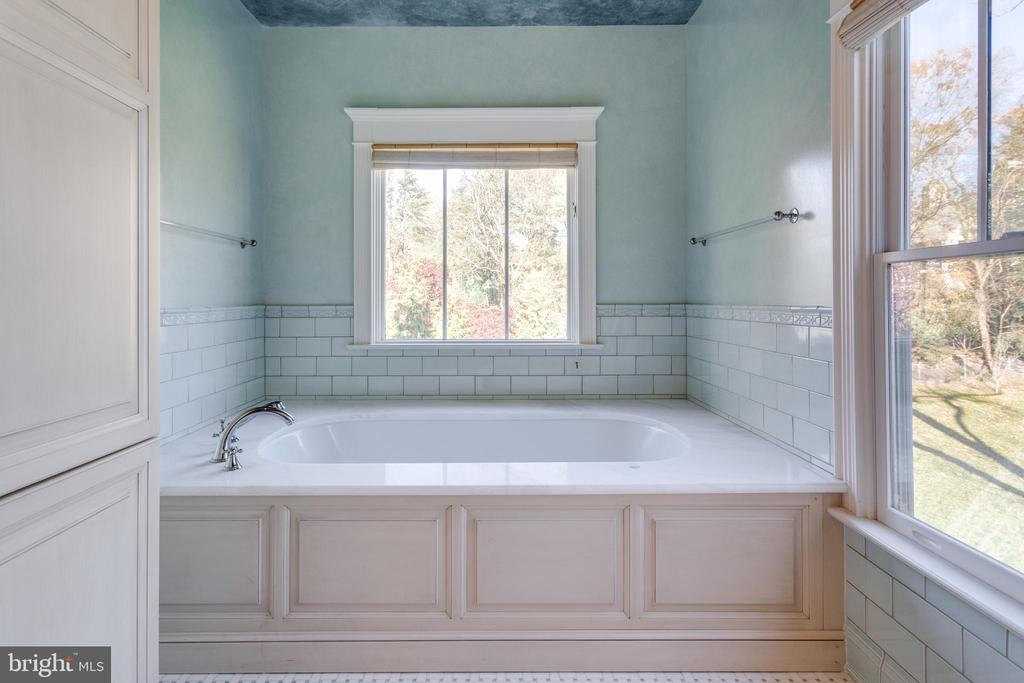 Attached baths in all upper-level bedrooms - 833 HERBERT SPRINGS RD, ALEXANDRIA