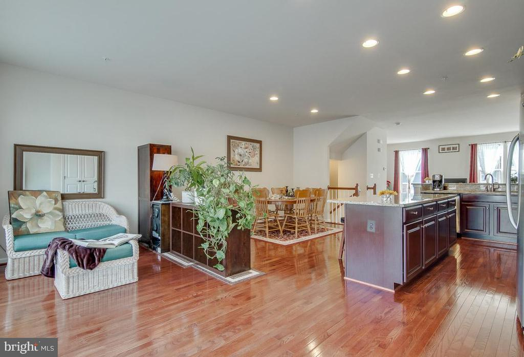 Upgraded w/ a bump-out extension - 601 FOX RIVER HILLS WAY, GLEN BURNIE