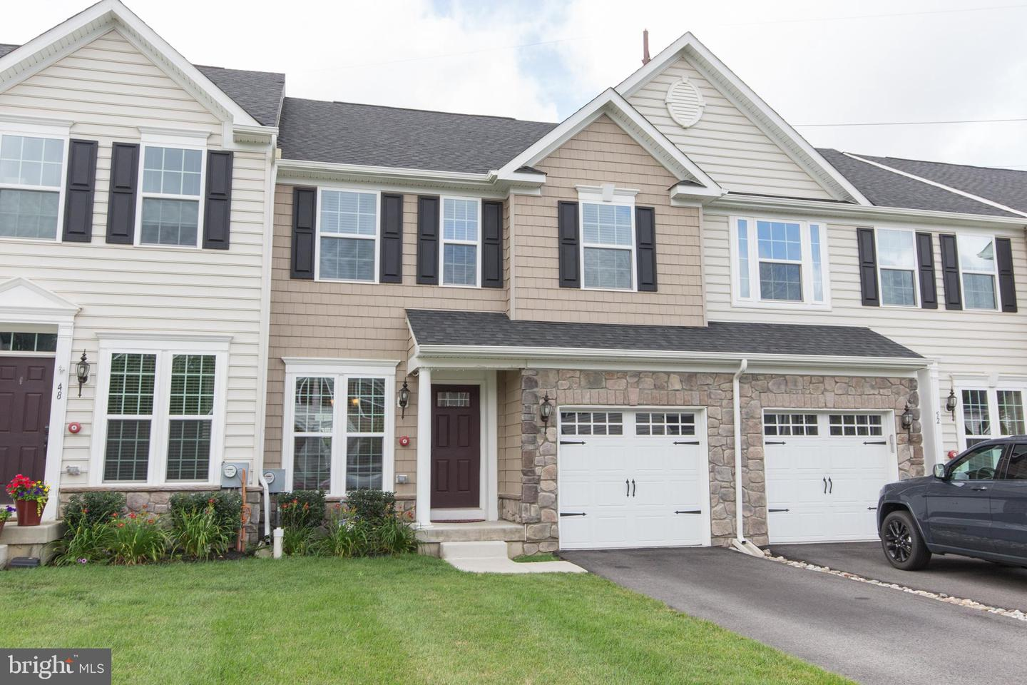 Photo of home for sale at 50 Hawkswell Circle, Oreland PA