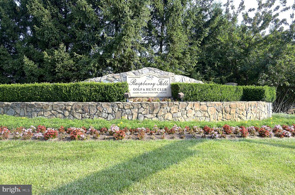 Entrance to Raspberry Falls Golf and Hunt Club - 16600 FERRIERS CT, LEESBURG