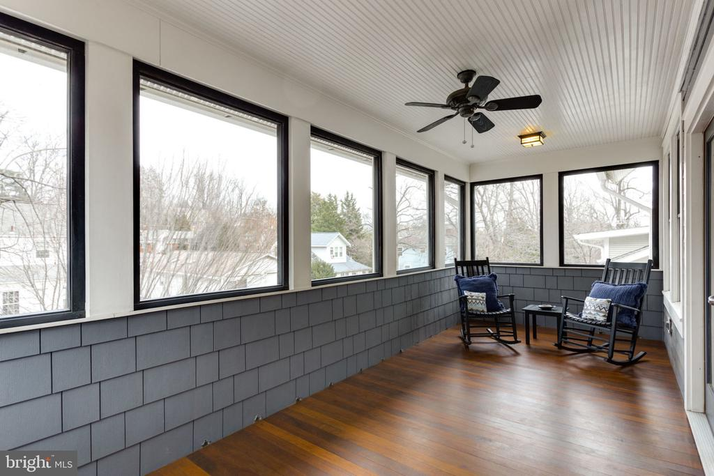 Private Covered Screened-in Porch - 2805 23RD RD N, ARLINGTON