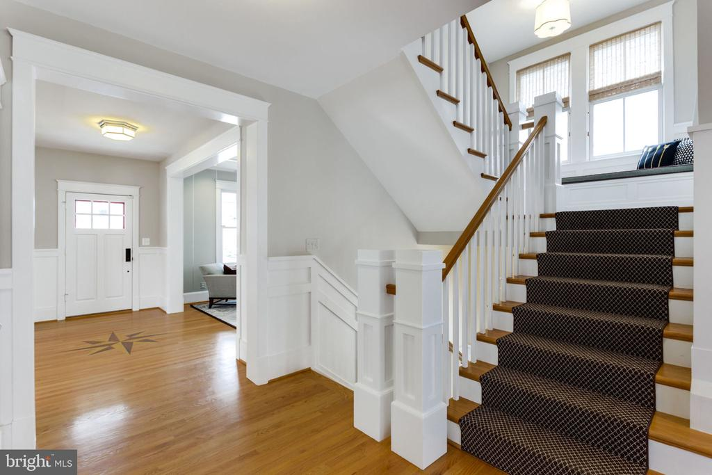 Stairs with Sitting Area - 2805 23RD RD N, ARLINGTON
