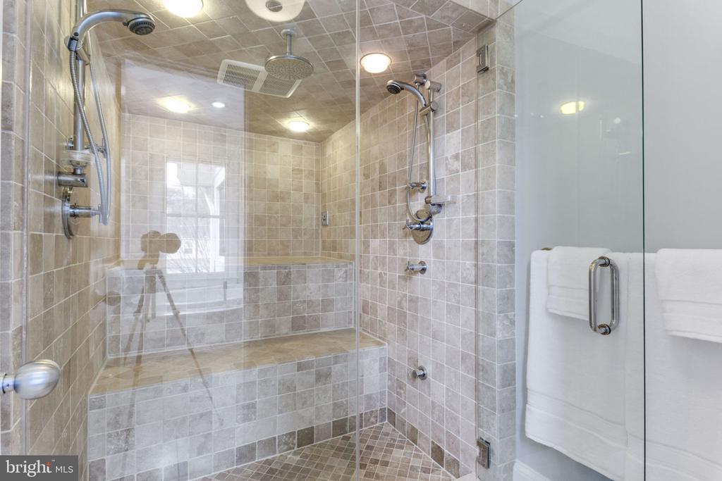 Oversized~Shower with~Steam~&~Bench - 2805 23RD RD N, ARLINGTON