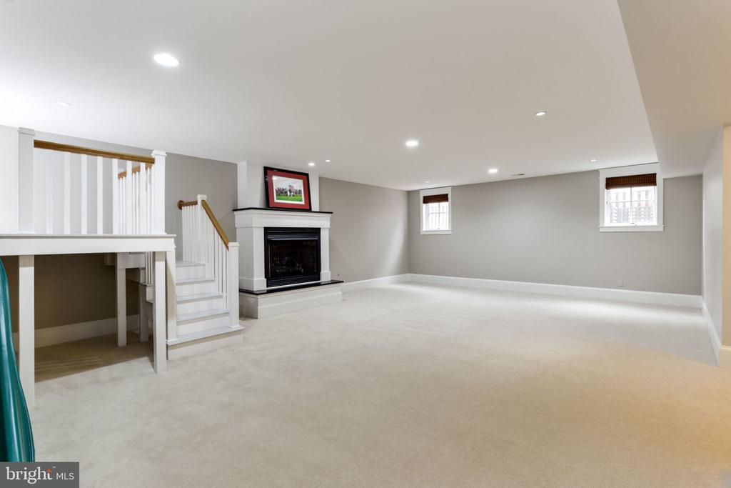 Newly Carpeted~Large~Rec Room with~High Ceilings - 2805 23RD RD N, ARLINGTON