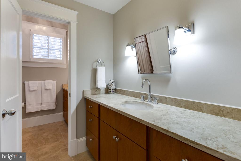 2nd Level Bath with 2 Double Vanity - 2805 23RD RD N, ARLINGTON