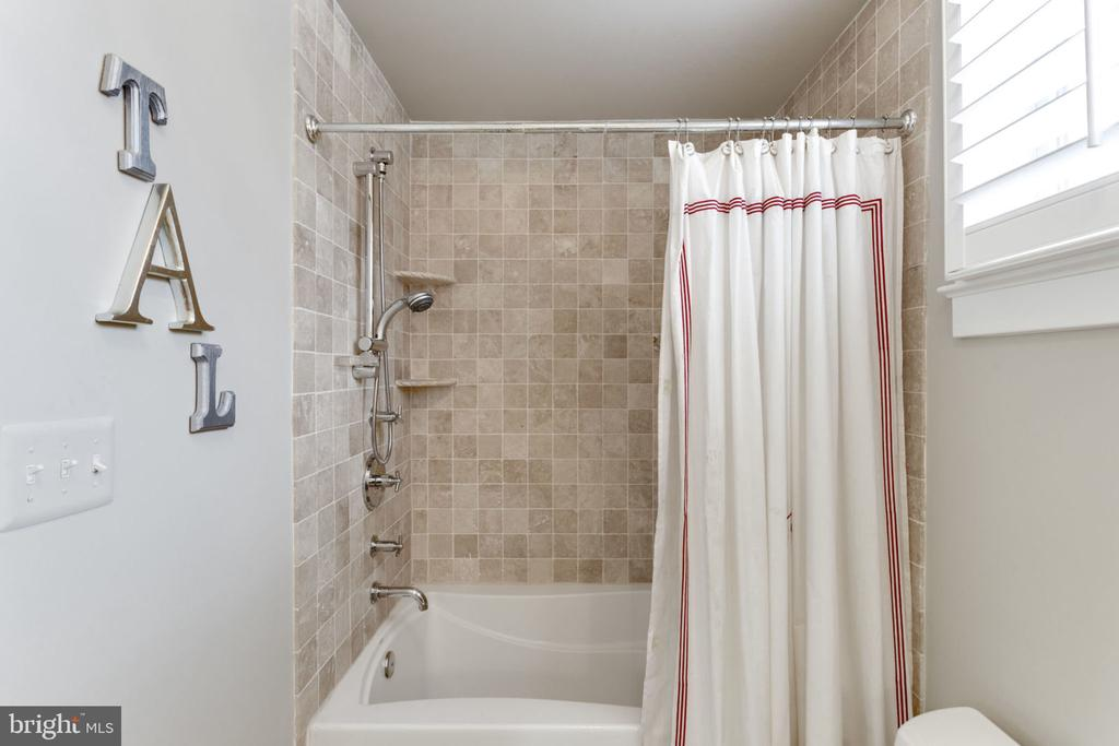 2nd Level Bath with Shower and Tub - 2805 23RD RD N, ARLINGTON