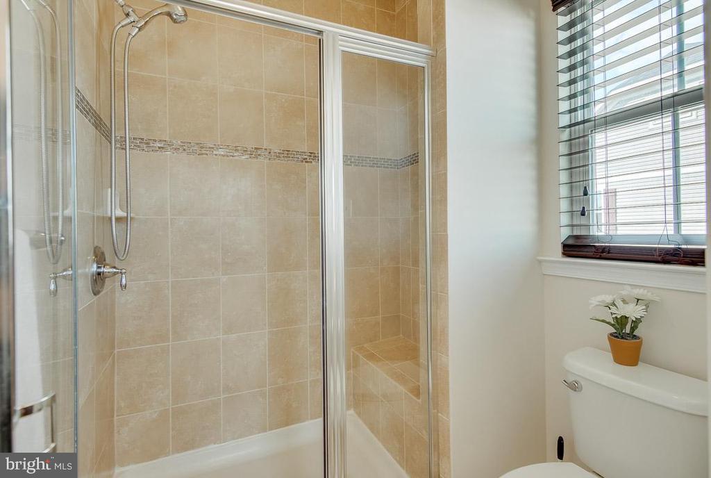 Separate shower - 601 FOX RIVER HILLS WAY, GLEN BURNIE