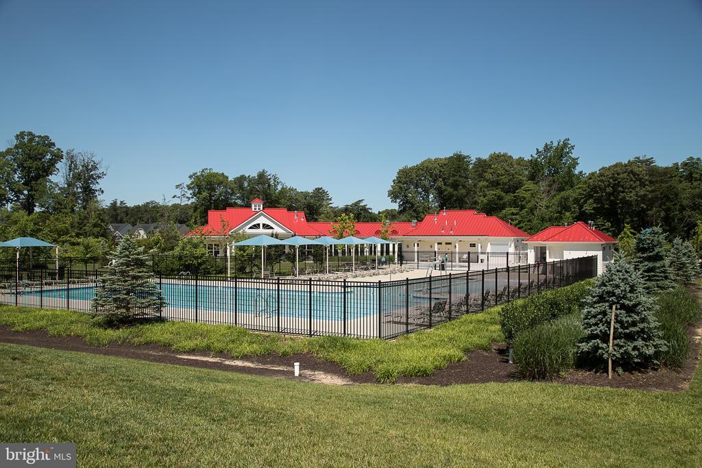 Community outdoor pool - 601 FOX RIVER HILLS WAY, GLEN BURNIE
