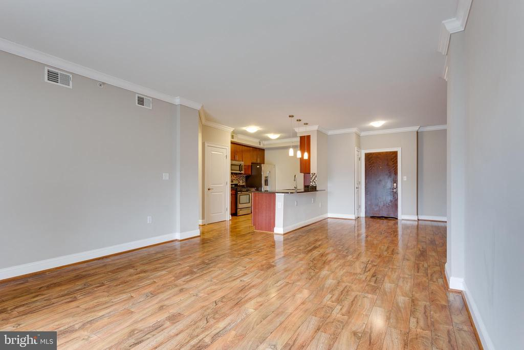 Living room with lots of natural light - 6301 EDSALL RD #124, ALEXANDRIA