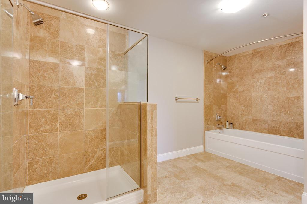 Master with separate shower and tub - 6301 EDSALL RD #124, ALEXANDRIA