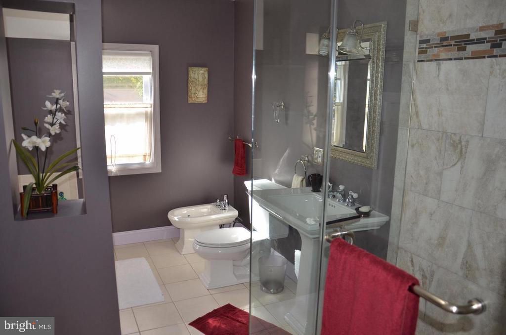 Master Bathroom - 3123 GLEN CARLYN RD, FALLS CHURCH