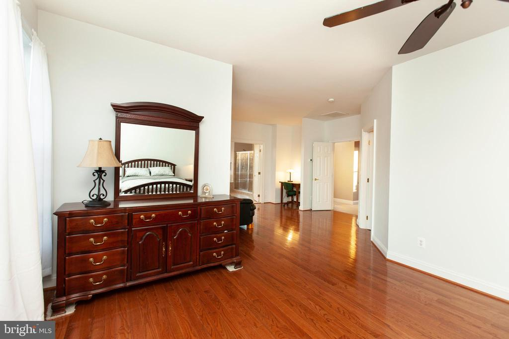 Master Suite - 43341 CEDAR POND PL, CHANTILLY