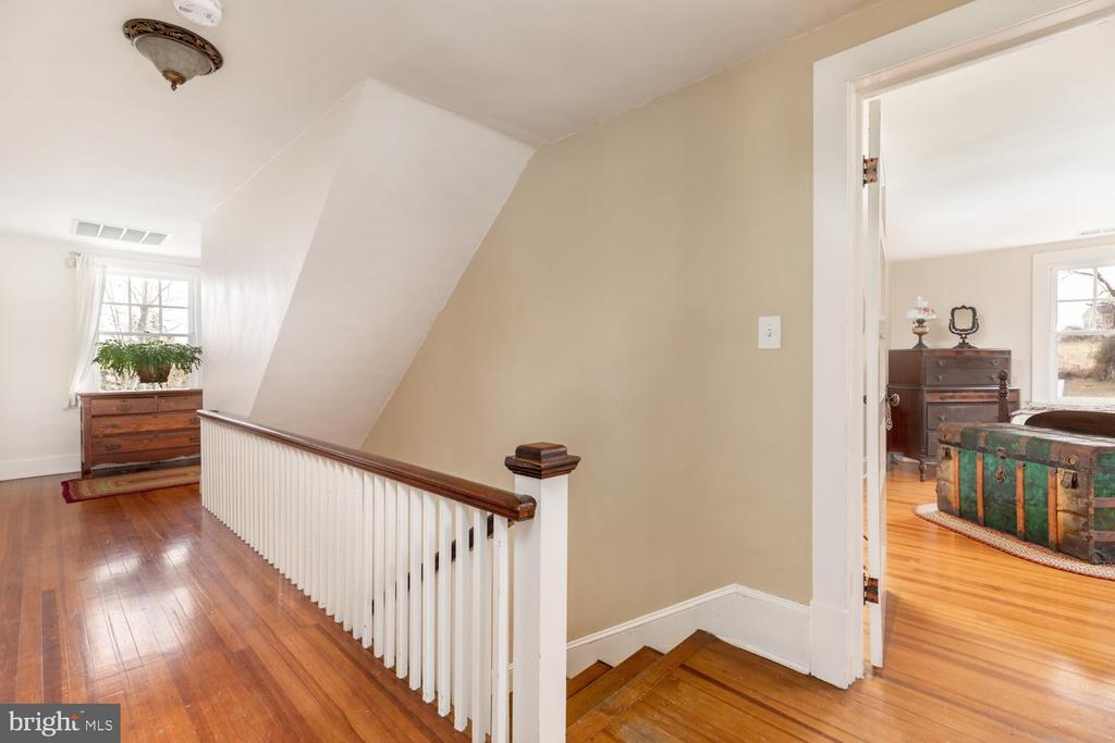 Upstairs Hallway - 18815 SILCOTT SPRINGS RD, PURCELLVILLE