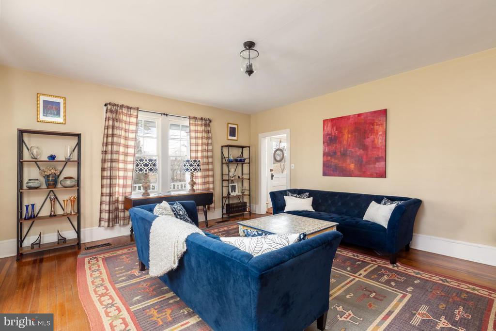 Living Room - 18815 SILCOTT SPRINGS RD, PURCELLVILLE