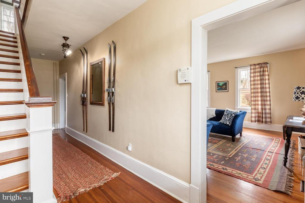 Main Level Hallway - 18815 SILCOTT SPRINGS RD, PURCELLVILLE
