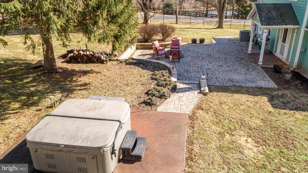 Outdoor Entertaining - 18815 SILCOTT SPRINGS RD, PURCELLVILLE