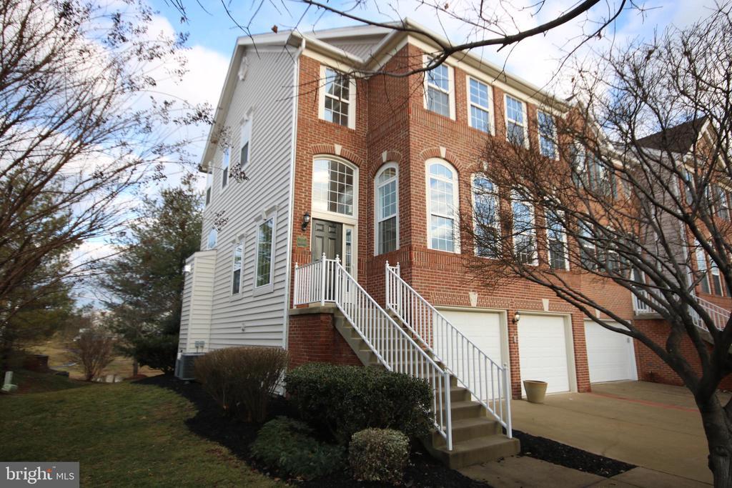 44080  SAXONY TERRACE, Ashburn, Virginia