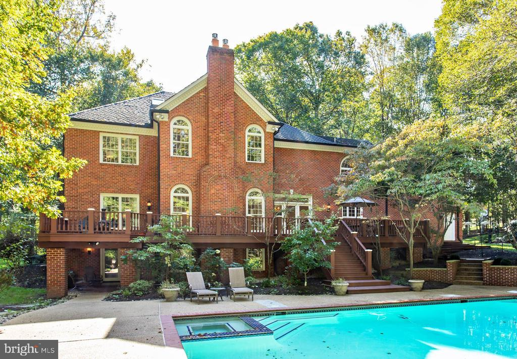 Pool access from lower and main levels - 11102 DEVEREUX STATION LN, FAIRFAX STATION