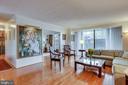 Living Room - 1800 OLD MEADOW RD #108, MCLEAN