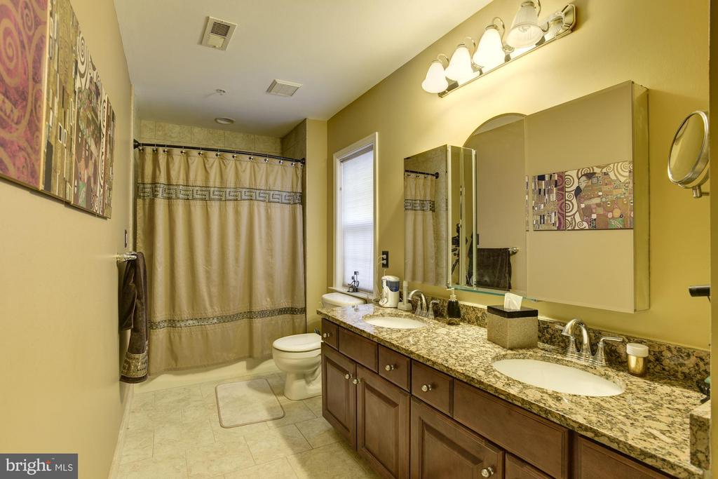 Beautiful upgraded hall bath with granite counters - 8830 WARM GRANITE DR DR #51, COLUMBIA